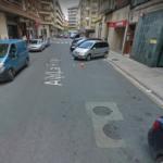 Entrada para repostar en la gasolinera de la Avenida La Rioja en Haro, vista en contra dirección. La imagen tomada por google muestra dos arquetas, pero solo hay una.