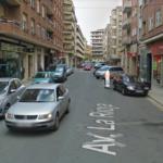 Entrada para repostar en la Estación de servicio de la Avenida La Rioja en Haro, vista en contra dirección
