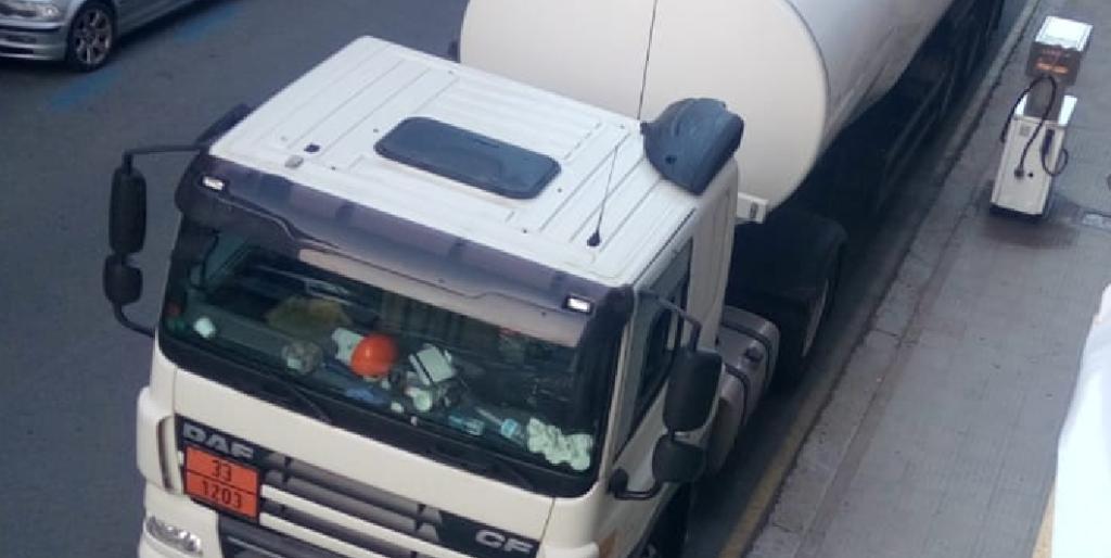 camion cisterna panel naranja
