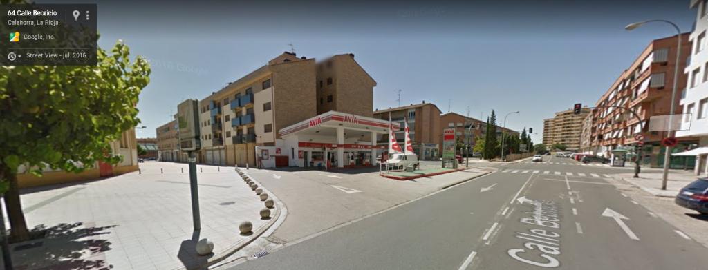 Calahorra, Estación de Servicio Avia frente a la plaza de toros