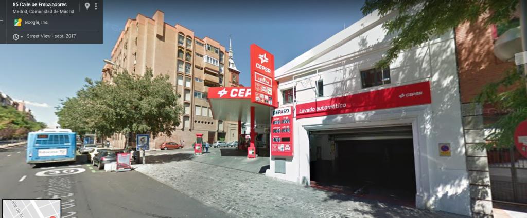 Gasolinera Reivaj Cepsa en Madrid, calle Embajadores