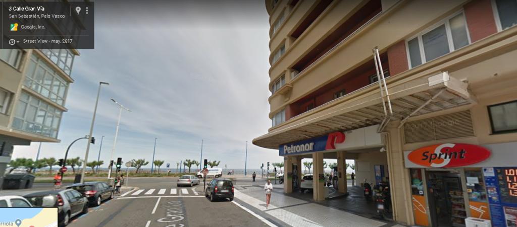 Estación de servicio en San Sebastian, cerca del Kursaal y la playa de La Zurriola